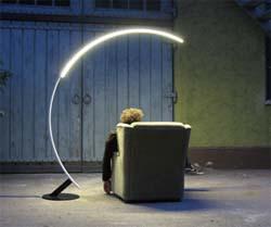 Lampada ad arco Troja. Design sostenibile