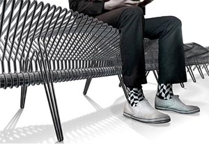 Panchina Wirebench. Arredo urbano del designer Simon Daniel Brown