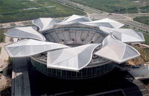 Stadio tennis Shanghai Qi Zhong: architettura contemporanea dinamica